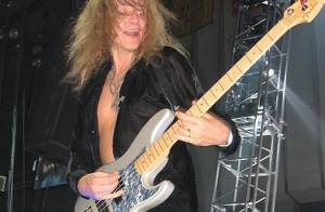 Encore un mort dans le groupe Lynyrd Skynyrd ! Cette fois-ci, c'est le bassiste Ean Evans !