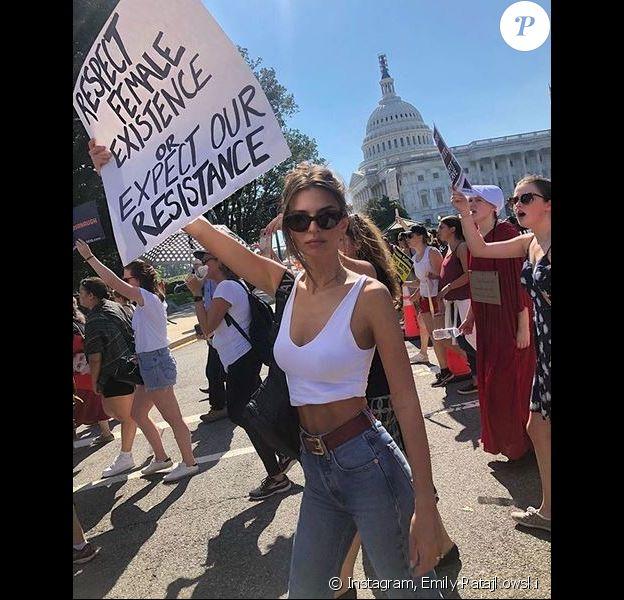 Emily Ratajkowski manifeste à Washington. Octobre 2018.