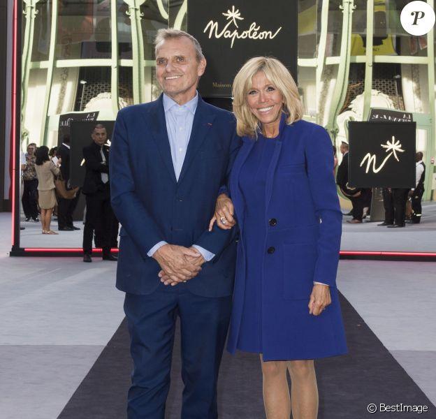 Jean-Charles de Castelbajac, la première dame Brigitte Macron - La première dame Brigitte Macron visite la 30ème Biennale de Paris au Grand Palais le 10 septembre 2018. © Julio Piatti / Biennale Paris 2018 via Bestimage
