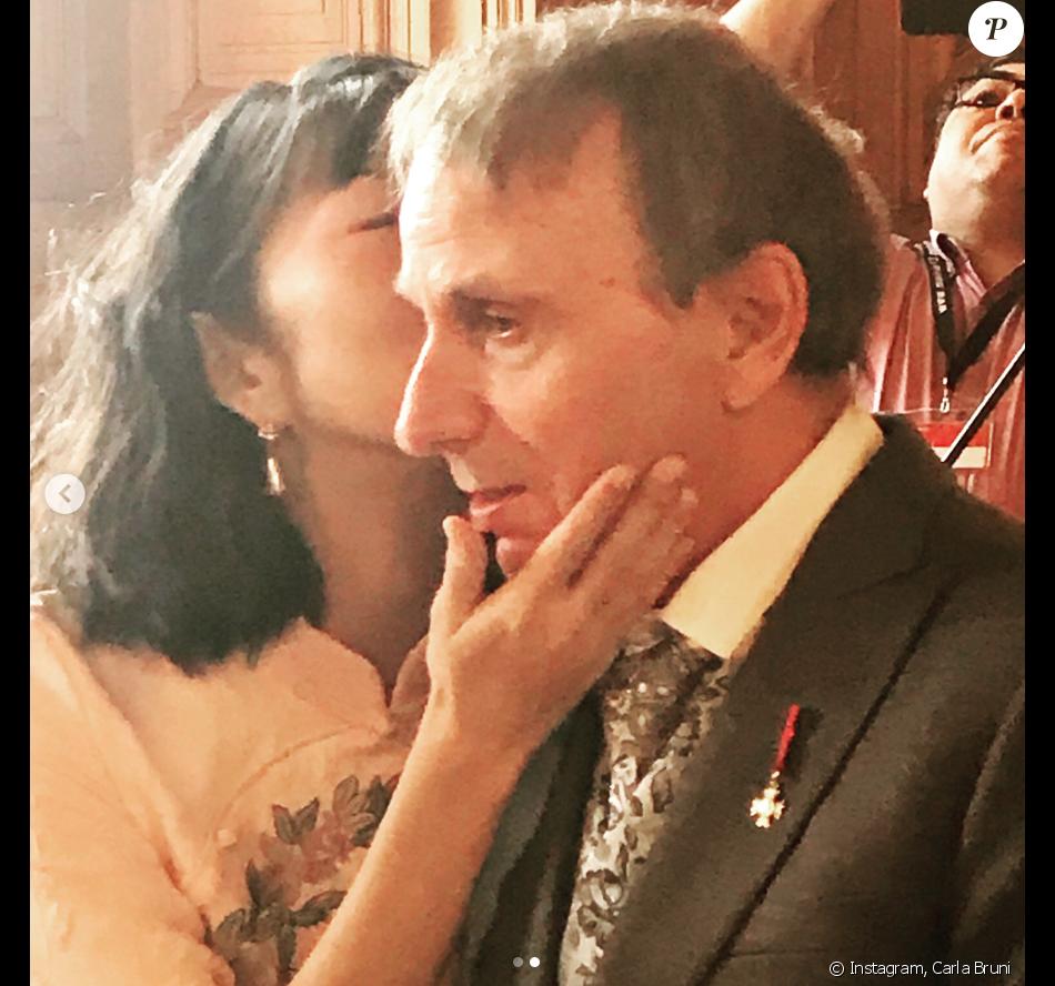 Mariage de Michel Houellebecq et Qianyun Lysis Li à la mairie du 13e  arrondissement de Paris