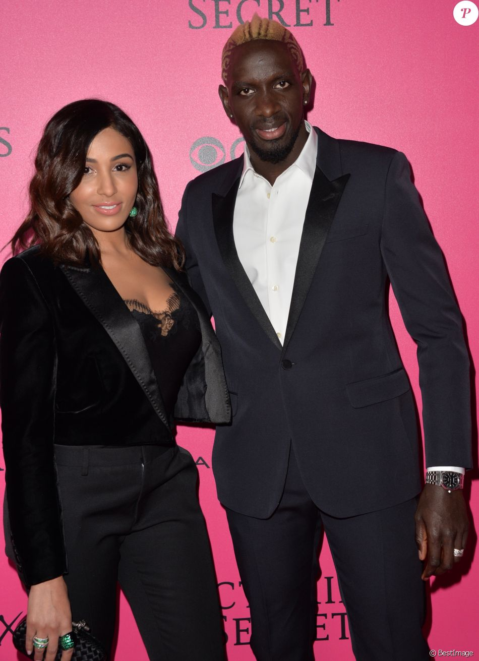 Mamadou Sakho et sa femme Majda lors du photocall du Victoria's Secret Fashion 2016 au Grand Palais à Paris, le 30 novembre 2016. © BOV/Bestimage