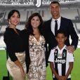 Cristiano Ronaldo avec sa compagne Georgian Rodriguez, sa maman Dolores et son fils aîné Cristiano Jr. lors de sa présentation officielle à la Juventus de Turin. Instagram, le 17 juillet 2018.