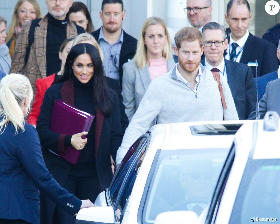 Le prince Harry, duc de Sussex, et Meghan Markle, duchesse de Sussex (enceinte) arrivent à l'aéroport de Sydney dans le cadre de leur tournée dans le Pacifique, le 15 octobre 2018, avant le début des Invictus Games.