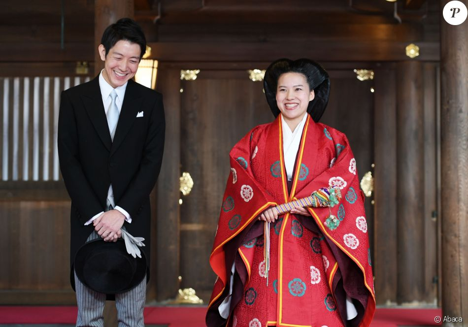 La princesse Ayako de Takamado a célébré le 29 octobre 2018 son mariage avec Kei Moriya au sanctuaire Meiju à Tokyo. Ici, le couple ressort du temple après la cérémonie privée.