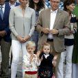 Le prince Jacques de Monaco et la princesse Gabriella de Monaco avec leurs parents la princesse Charlene et le prince Albert II lors du traditionnel pique-nique des Monégasques dans les jardins du parc Princesse Antoinette à Monaco, le 31 août 2018. © Jean-François Ottonello / Nice Matin / Bestimage