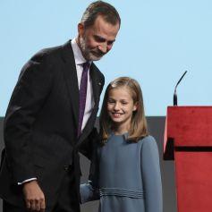 La princesse Leonor des Asturies a prononcé le jour de son 13e anniversaire, en présence de son père le roi Felipe VI d'Espagne, sa mère la reine Letizia et sa soeur l'infante Sofia, son premier discours en acte officiel le 31 octobre 2018 à l'occasion du 40e anniversaire de la Constitution espagnole, célébré à l'Institut Cervantes à Madrid.
