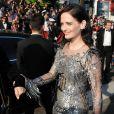 """Eva Green arrive en voiture officielle du festival pour la montée des marches du film """"D'Après Une Histoire Vraie"""" lors du 70e Festival International du Film de Cannes, le 27 mai 2017."""