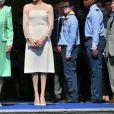 Le prince Charles, la duchesse Camilla, la duchesse Meghan (Meghan Markle) et le prince Harry étaient associés en toute complicité le 22 mai 2018 pour une des fameuses garden parties de Buckingham Palace, à Londres.