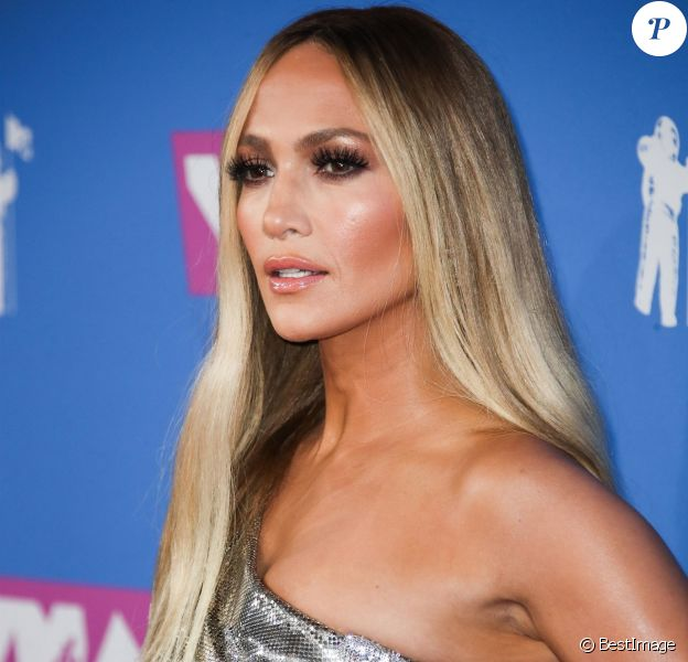 Jennifer Lopez lors du photocall de la cérémonie des MTV Video Music Awards à New York le 20 août 2018.