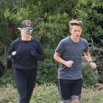 Exclusif - Reese Witherspoon et son fils Deacon Reese Phillippe font un jogging à Santa Monica, Los Angeles, Californie, Etats-Unis, le 19 novembre 2018.