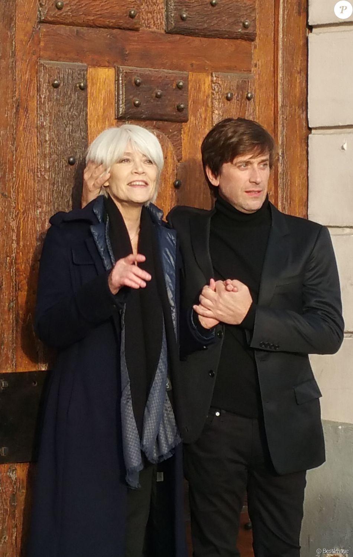 Exclusif - Françoise Hardy et son fils Thomas Dutronc se baladent le long des quais de l'Île Saint-Louis à Paris, France, le 2 novembre 2016.