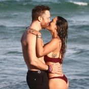 David Guetta et Jessica fiancés ? La bombe exhibe sa bague à la plage