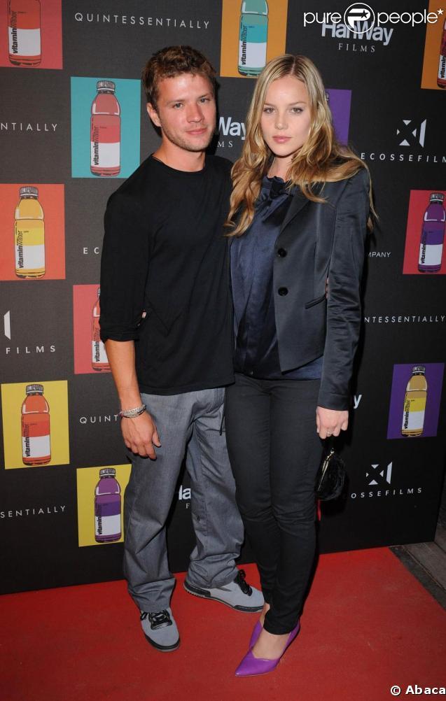 Ryan Phillippe et sa chérie Abbie Cornish à la présentation de  Nowhere Boy , à La Plage Vitaminwater.