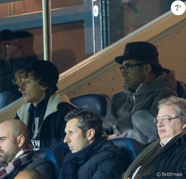 Yannick Noah, son fils Joalukas et Richard Gasquet dans les tribunes du Parc des Princes lors du match de ligue des champions de l'UEFA opposant le Paris Saint-Germain à Liverpool FC à Paris, France, le 28 novembre 2018. Le PSG a gagné 2-1. © Cyril Moreau/Bestimage