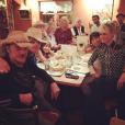 Johnny Hallyday et sa bande en plein road trip à travers les Etats-Unis - Dîner entre amis avec Laeticia à Santa Fe, le 21 septembre 2016.