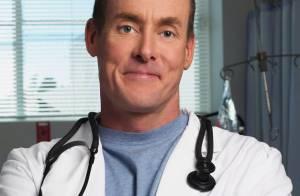 John C. McGinley, le Dr Cox de Scrubs, ne peut plus payer sa pension alimentaire !
