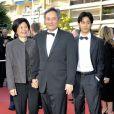 Le réalisateur Ang Lee lors de la montée des marches du Festival de Cannes le 19 mai 2009 pour la présentation des Etreintes brisées