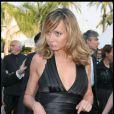 Julie Ferrier lors de la montée des marches du Festival de Cannes le 19 mai 2009 pour la présentation des Etreintes brisées