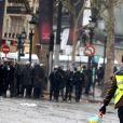 """Manifestation du mouvement des """"gilets jaunes"""" sur les Champs-Elysées à Paris, France, le 1erdécembre 2018. © Dominique Jacovides/Bestimage"""