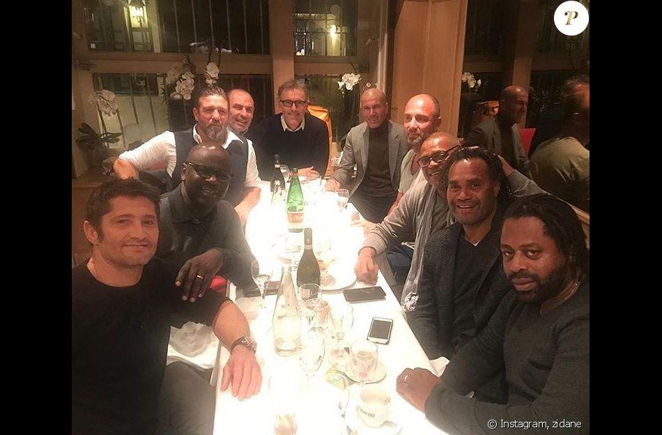 Bixente Lizarazu a fêté ses 49 ans avec plusieurs anciens membres de l'équipe de France 98. Photo publiée par Zinédine Zidane le 11 décembre 2018.