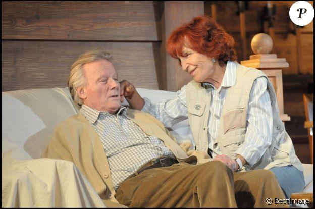 Maria Pacôme et Jean Piat sur scène dans La Maison du lac au Théâtre de Paris, le 2 mai 2008 à Paris.