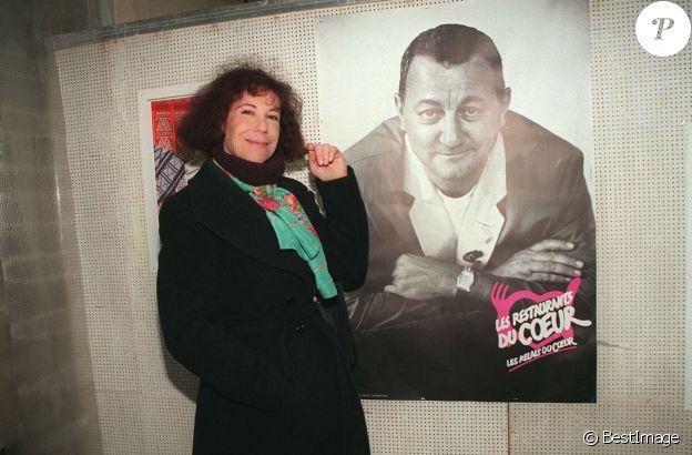 Véronique Colucci, décorée de la Légion d'honneur, le 15 décembre 1997.