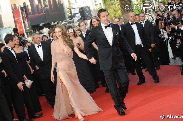 Angelina Jolie et Brad Pitt lors de la montée des marches avant la projection d'Inglourious Basterds, au Festival de Cannes, le 20 mai 2009