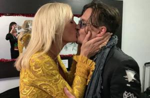 Johnny Depp : Son baiser fougueux avec une blonde embrase la Toile !