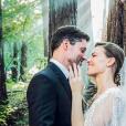 Hilary Swank (en Elie Saab Haute Couture) et Philip Schneider se sont mariés en pleine nature, dans une forêt californienne, le 18 août 2018 après deux ans de romance.