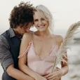 Malin Akerman et Jack Donnelly se sont mariés le 1er décembre 2018 sur une plage du Mexique. Les deux acteurs se sont fiancés l'année précédente, après quelques mois de relation.