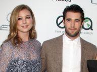 """Emily VanCamp et Joshua Bowman mariés : Les stars de """"Revenge"""" se sont dit oui"""