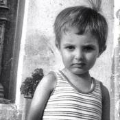 Nikos Aliagas se dévoile enfant pour la bonne cause : Son joli geste salué...