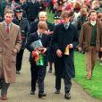 Le prince Charles et ses fils, Harry et William, à Sandringam pour Noël, en 1997.