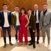 Zinédine Zidane les pieds dans l'eau à Dubaï, sa femme Véronique sublime
