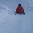 """Sophie Davant """"en galère"""" sur les pistes de ski, filmée par sa fille Valentine Sled le 27 décembre 2018 sur Instagram."""