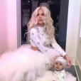 Khloé Kardashian et sa fille True lors de la fête de Noël familiale à Los Angeles le 24 décembre 2018.