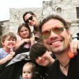 Zac Hanson (33 ans), son épouse Kate et leurs quatre enfants en Norvège, mars 2018.