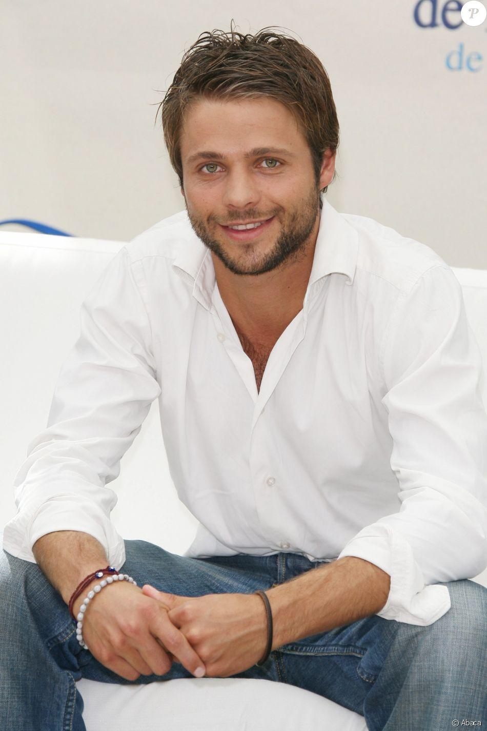 """David Tournay, l'acteur révélé dans la série """"Foudre"""" avec Joséphine Jobert, s'est marié en décembre 2018."""
