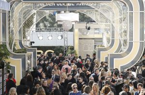 Golden Globes 2019 : Une serveuse photobombe les stars et fait le buzz !
