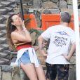 Exclusif - Behati Prinsloo et son mari Adam Levine en vacances à Cabo San Lucas au Mexique le 9 janvier 2019. Le couple vient d'acquérir la maison de Ben Affleck et Jennifer Garner pour la modique somme de 32 millions de dollars. Pendant que Adam joue au golf, Behati prend un petit déjeuner avec des amis.