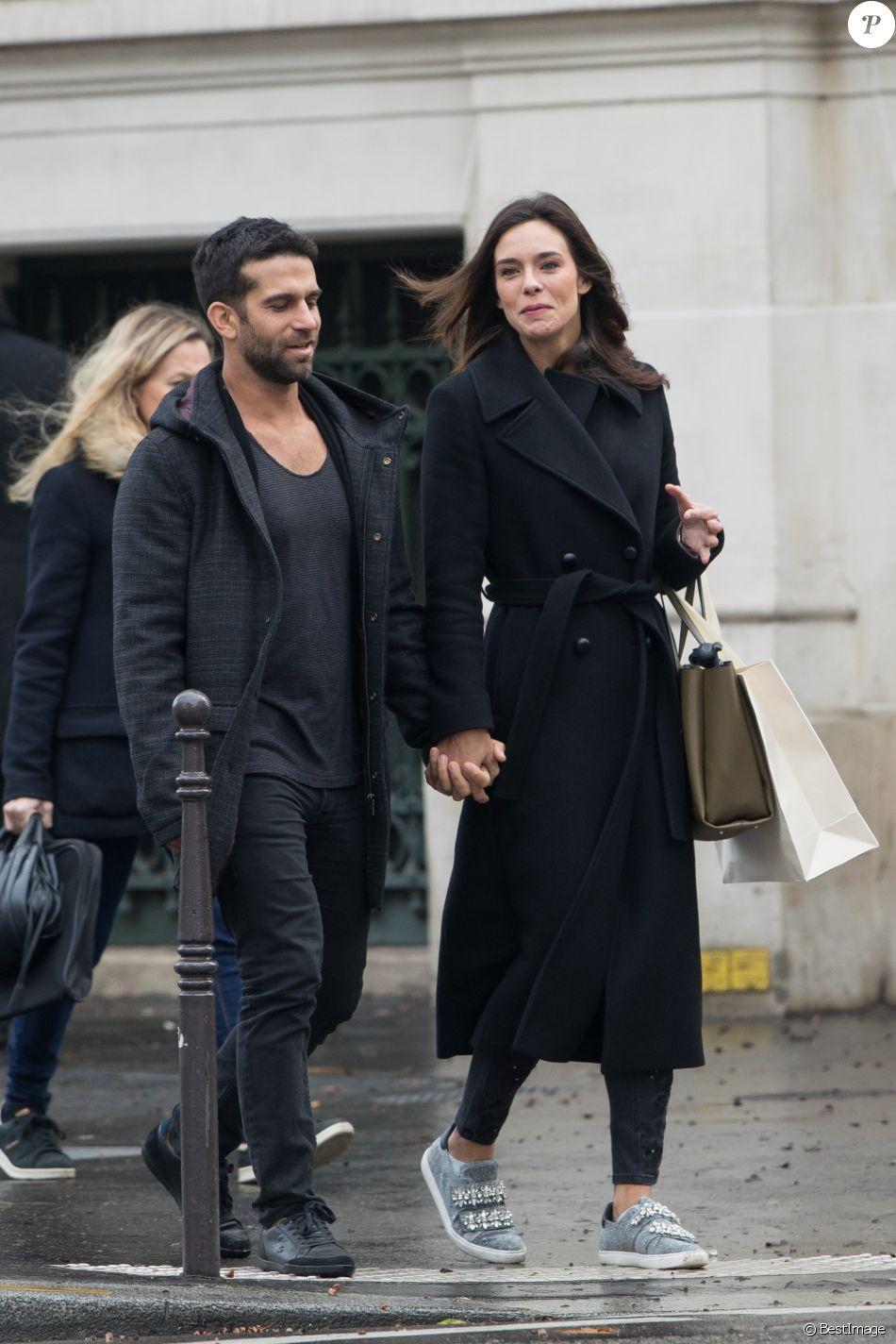 Exclusif - Marine Lorphelin, Miss France 2013, et son compagnon Christophe Malmezac se promènent dans les rues de Paris.
