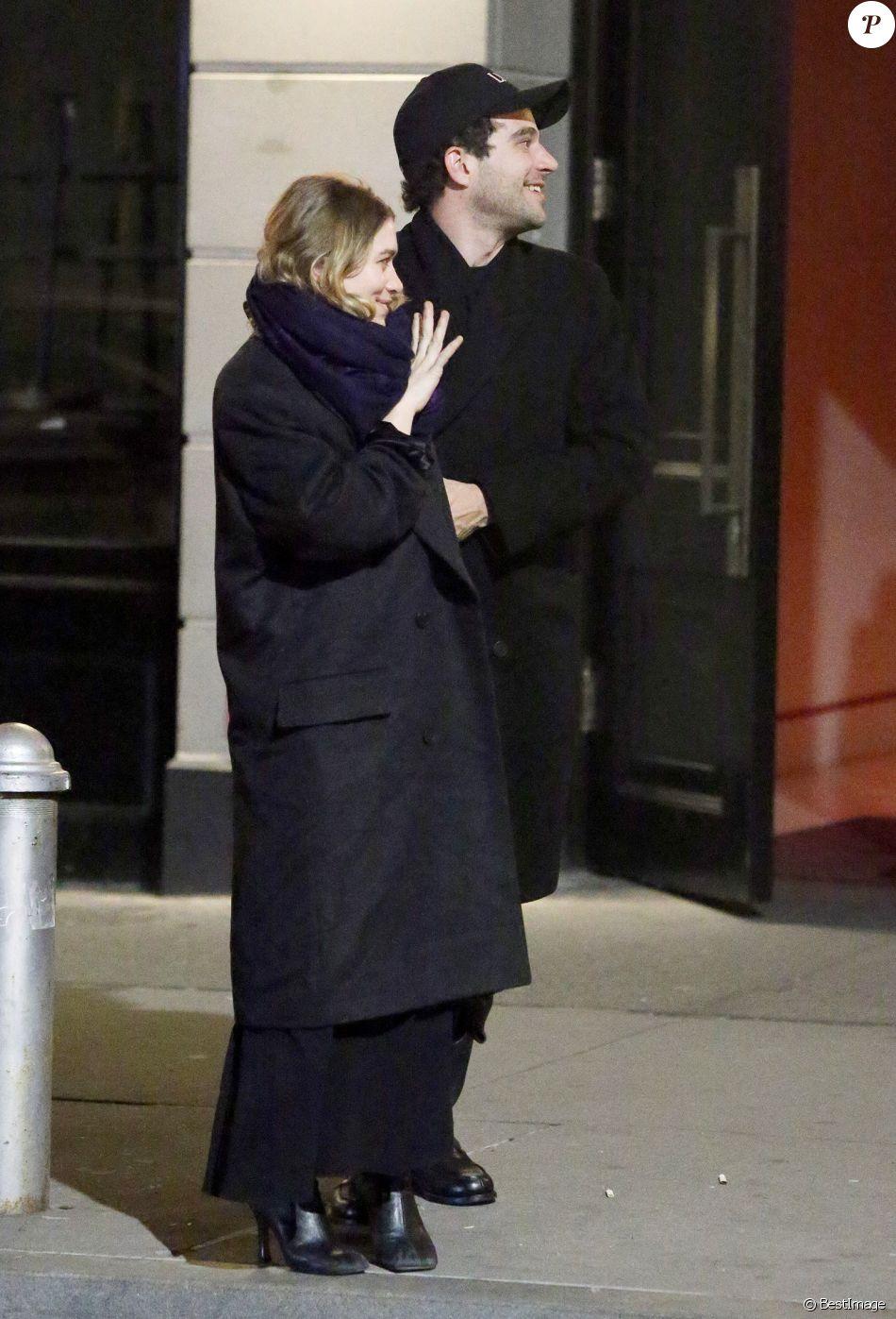 Exclusif - Ashley Olsen et son compagnon Louis Eisner lors d'une sortie nocturne à New York le 13 janvier 2019.