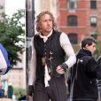 Nicolas Cage mangeant une immense pizza lors du tournage de L'Apprenti-Sorcier le 26 mai 2009 à New York