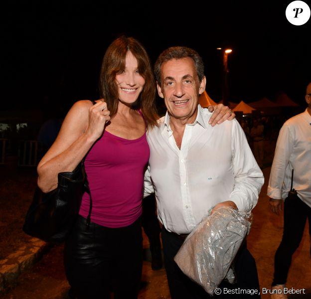 """Exclusif - Carla Bruni-Sarkozy pose avec son mari Nicolas Sarkozy après son concert lors du 58ème festival """"Jazz à Juan"""" à Juan-les-Pins le 17 juillet 2018. © Bruno Bebert/Bestimage"""