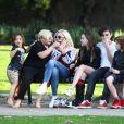 Gwen Stefani se promène avec ses enfants Apollo, Zuma, Flynn et Kingston avec sa nouvelle compagne qui ont l'air très amoureux. Los Angeles le 26 janvier 2019.