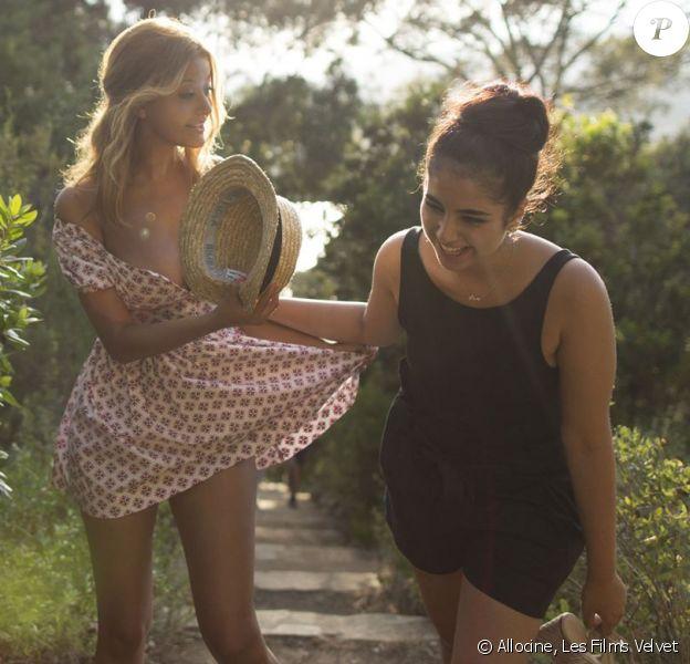 Zahia Dehar et Mina Farid sur le tournage du film Une fille facile.