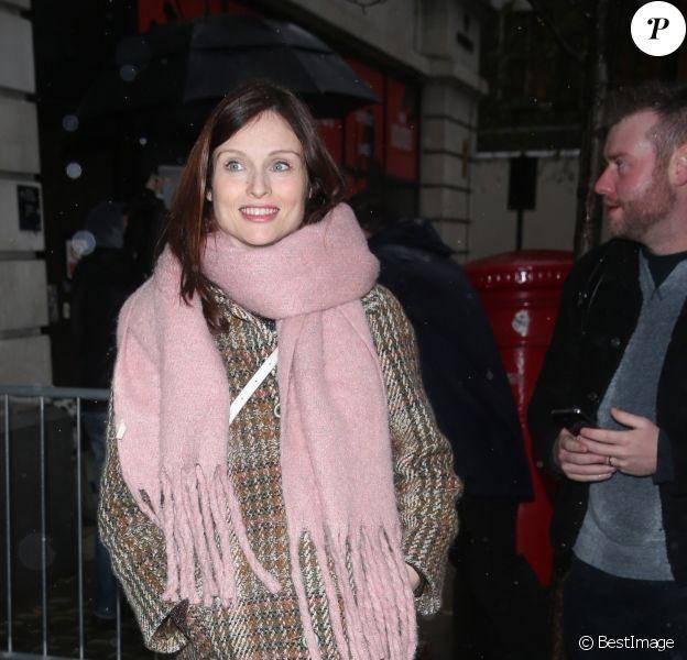 Sophie Ellis-Bextor enceinte à la sortie du Chris Evans Breakfast Show à Londres, Royaume Uni, le 7décembre 2018