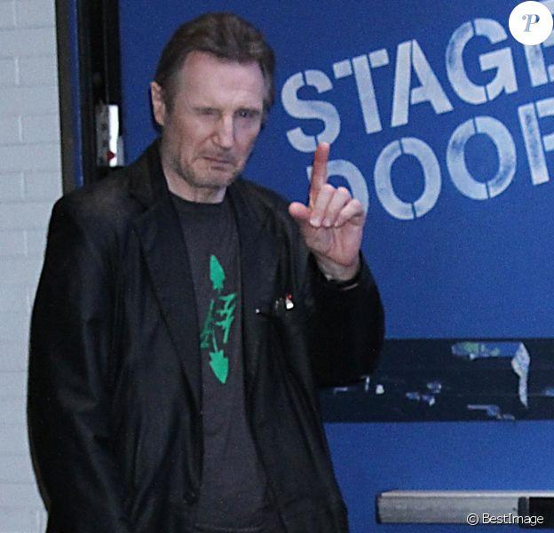 Liam Neeson, au coeur d'une polémique raciste, sort de l'émission Good Morning America à New York le 5 février 2019.
