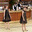 """Défilé Chanel, """"le bistrot"""", collection automne-hiver 2015-2016 au Grand Palais à Paris."""