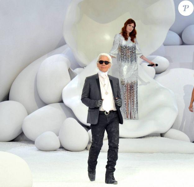 Karl Lagerfeld au défilé Chanel printemps-été 2012 au Grand Palais à Paris.